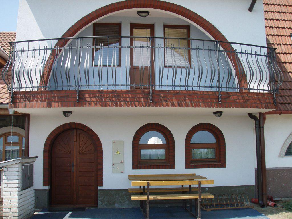 Zábradlí, schodiště, balkony